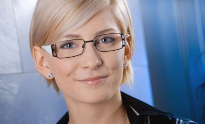 blonde-with-reading-glasses