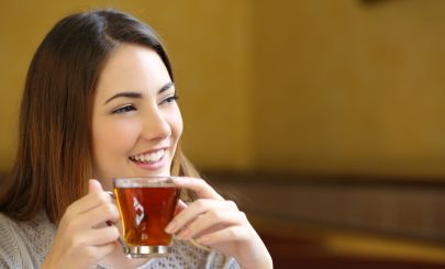 girl-drinking-tea