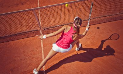woman-playing-tennis