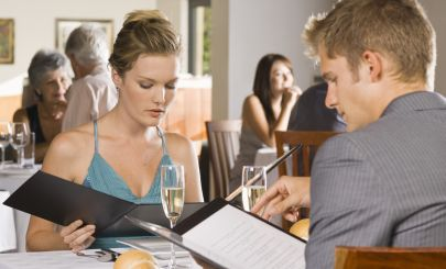 blonde-couple-in-restaurant