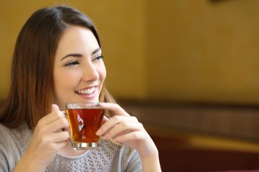 brunette-drinking-tea