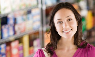 smiling-woman-in-supermarket