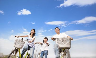 cyclist-family-holiday
