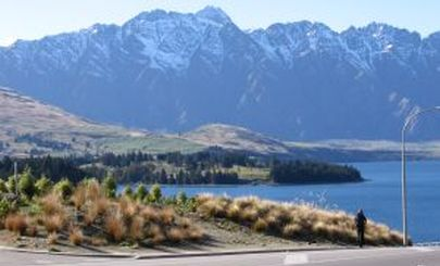 queenstown-lake-mountain