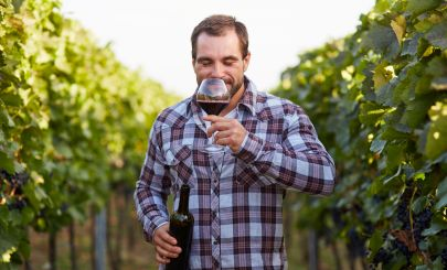 guy-sipping-wine-in-vineyard