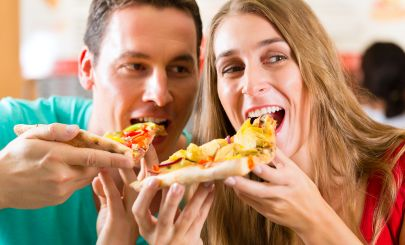 pizza-eating-couple